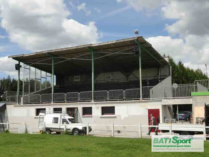 Avant rénovation tribune La Gacilly